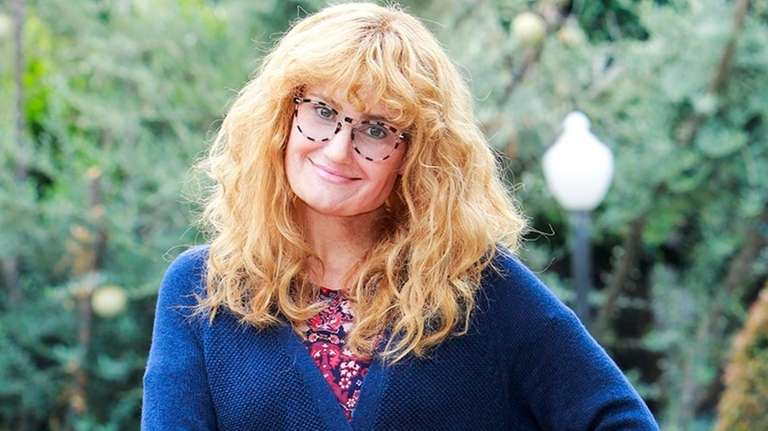 Idina Menzel, in disguise, appears on