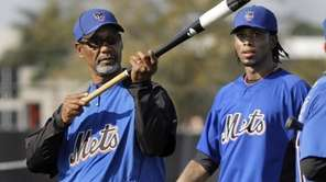 New York Mets shortstop Jose Reyes, right, gets