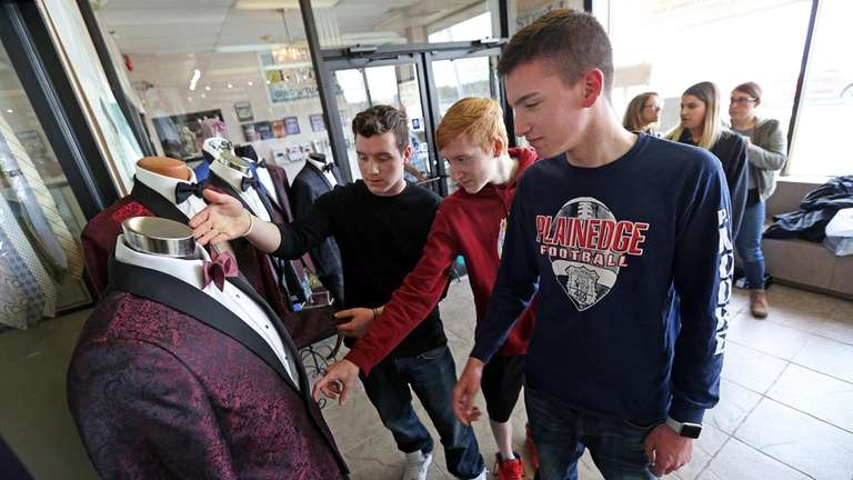 Soldo quadruplets, 17, Massapequa, are this years Project