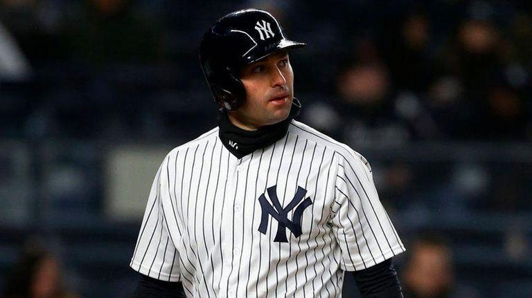 Neil Walker walks back to the Yankees' dugout