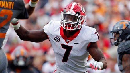 Georgia linebacker Lorenzo Carter pressures Tennessee quarterback Quinten