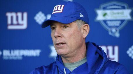 Giants head coach Pat Shurmur speaks to the