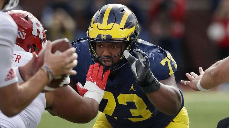 Michigan defensive lineman Maurice Hurst goes up against