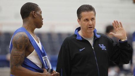 Kentucky coach John Calipari talks with Eric Bledsoe,