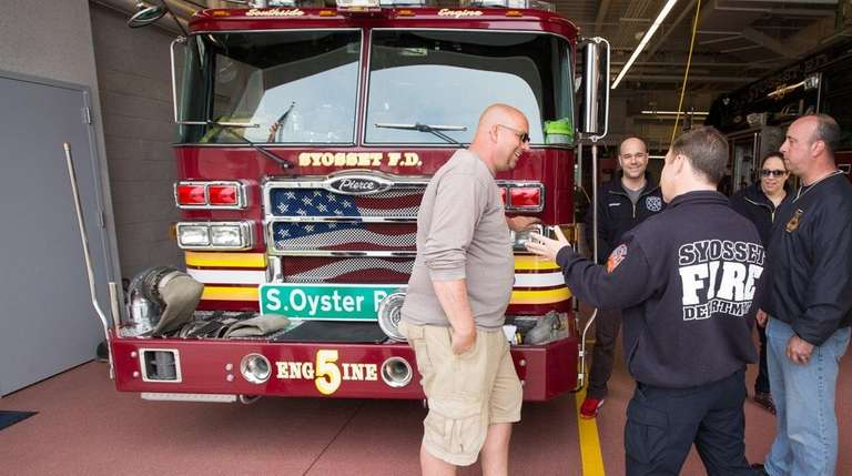 Don Hardina of Syosset, left, chats with members