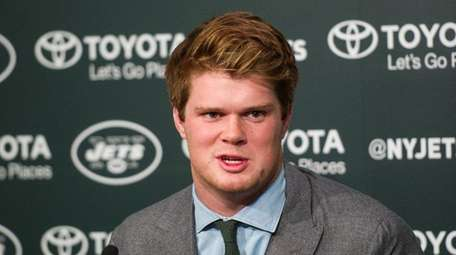 The Jets introduce Sam Darnold at their training