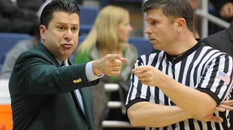 Hofstra head coach Tom Pecora expresses his displeasure