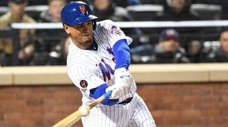 Mets centerfielder Juan Lagares hits a two-run double