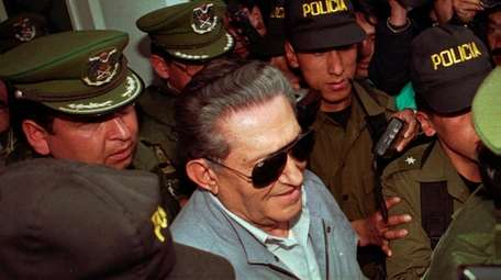 Ex-dictator Luis Garcia Meza is surrounded by police