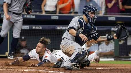 Houston's Yuli Gurriel beats the tag from Yankees'