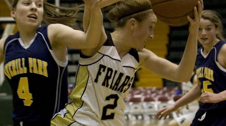 St. Anthony's Carolyn Lizza pulls away from Lauren