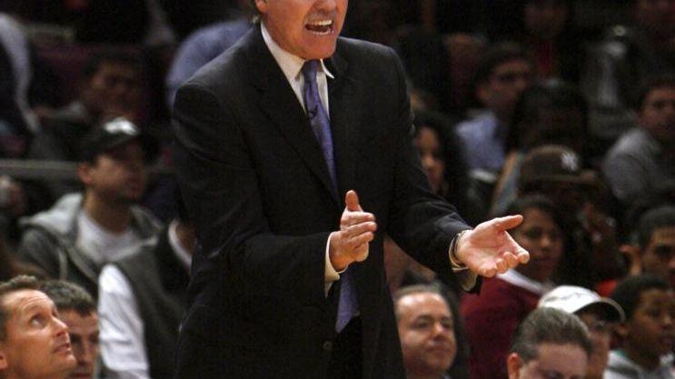 New York Knicks head coach Mike D'Antoni reacts