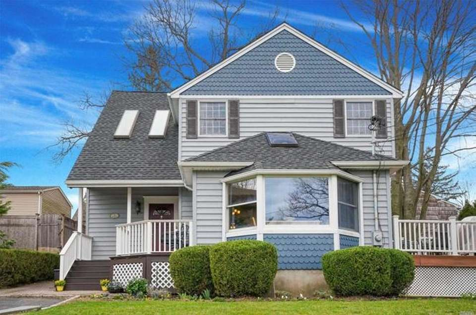 This Glen Head Colonial has three bedrooms and