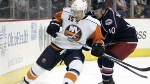 New York Islanders' Jeff Tambellini, left, tries to