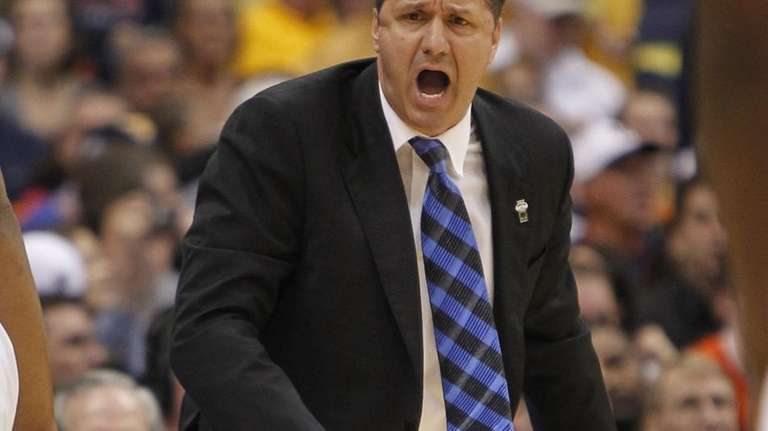 Kentucky coach John Calipari yells to his team