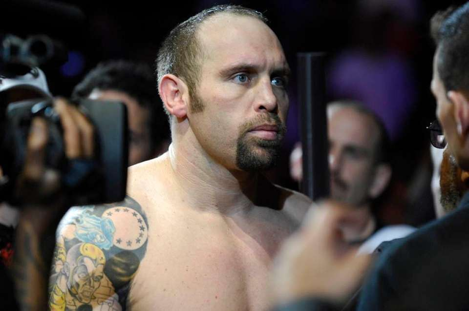 Shane Carwin knocked out Frank Mir in the