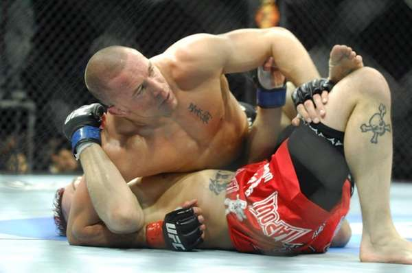 Georges St-Pierre easily beat Dan Hardy via unanimous