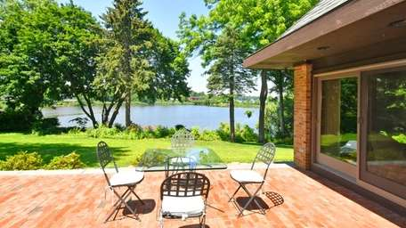 This Manhasset home, built in 1968 and updated,