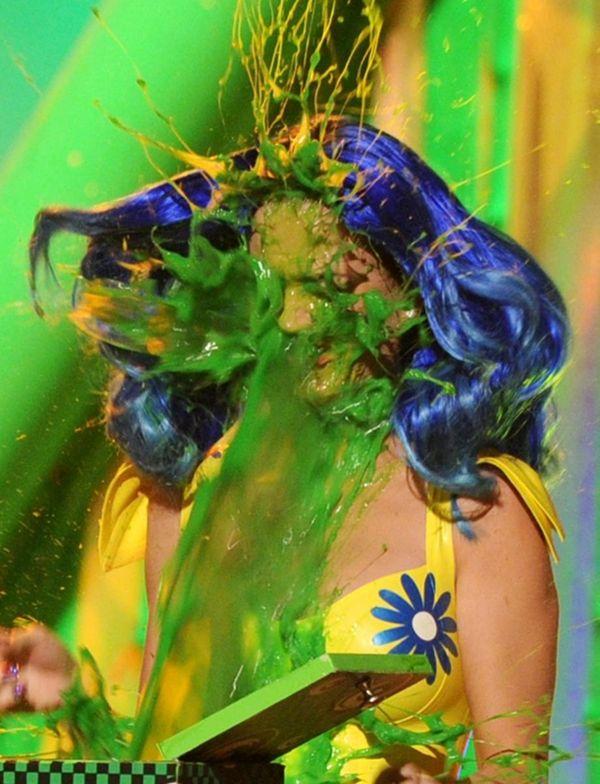 LOS ANGELES, CA - MARCH 27: Singer Katy