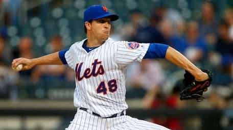 Mets righthander Jacob deGrom pitches in the first