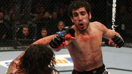Kenny Florian, right, submitted Clay Guida in the