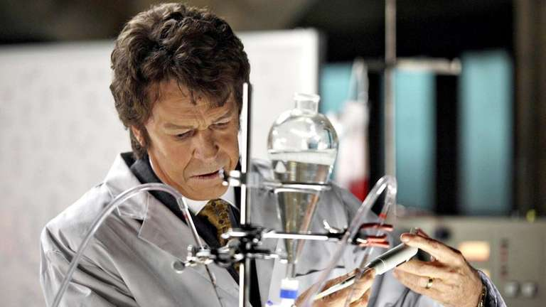 FRINGE: Walter (John Noble) flashes back to 1985