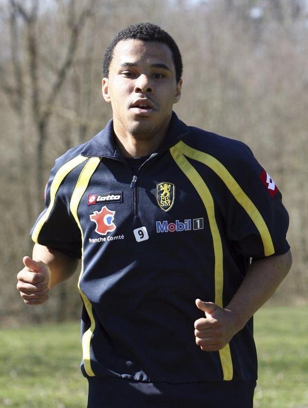 FC Sochaux forward Charlie Davies jogs during a