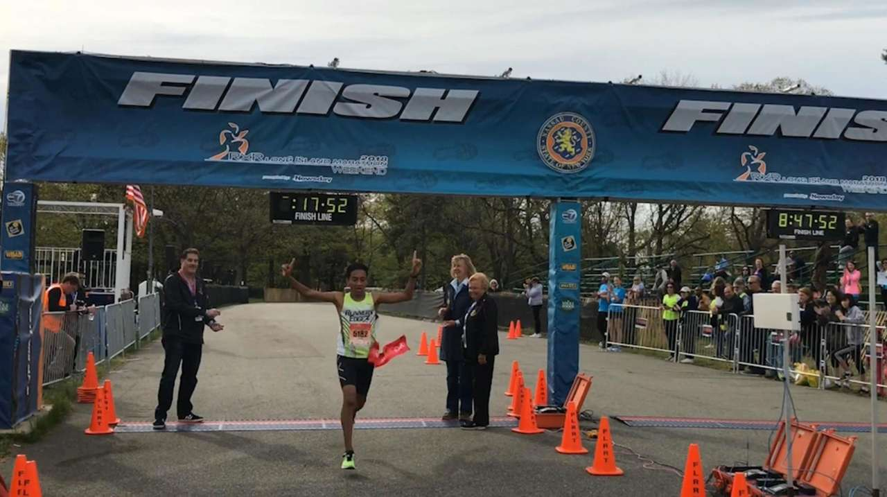 Hundreds of people ran in 5K and 1-mile