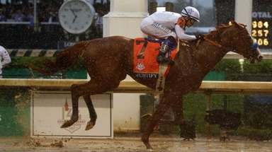 Mike Smith rides Justify to victory in the