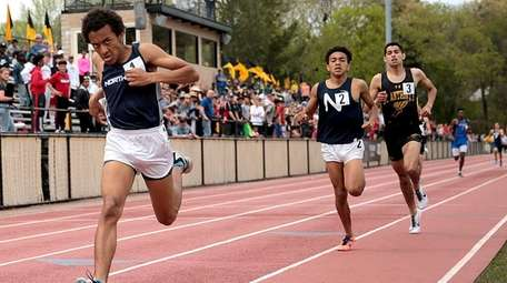 Northport's Isaiah Claiborne wins 800 meters ahead of