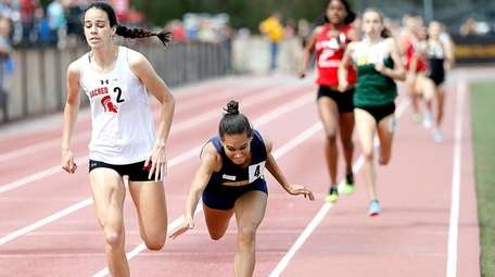 Sacred Heart's Ellen Byrnes continues to the finish