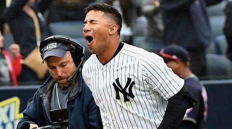 Yankees second baseman Gleyber Torres runs to home