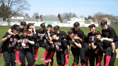 Plainedge softball team goofs around after Saturday's scrimmage