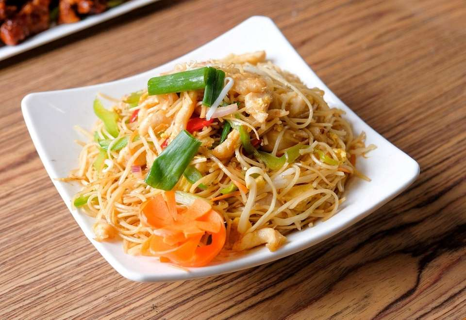 Hakka noodles with chicken is one of the