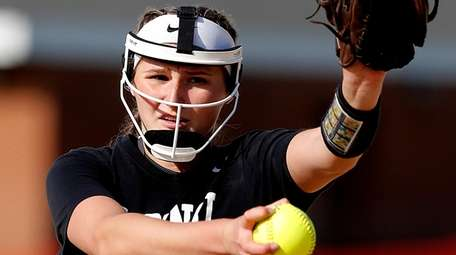 Mt. Sinai starting pitcher Emma Wimmer delivers a