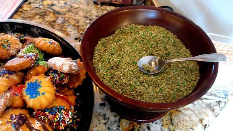 Cookies and fennel seeds are free desserts at