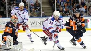 New York Rangers' Chris Drury (23) attempts to