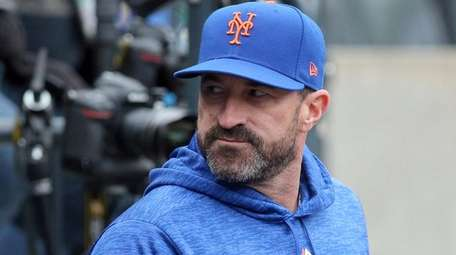 Mets manager Mickey Callaway manages against the Rockies