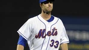 John Maine of the New York Mets grimaces