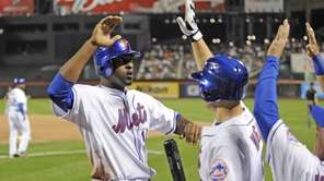 Gary Matthews Jr. is greeted at the Mets