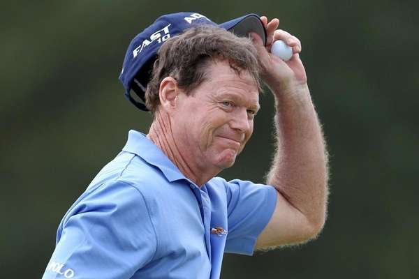 Tom Watson waves to the gallery on the