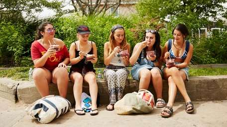 A group of friends from Plainview enjoy acai