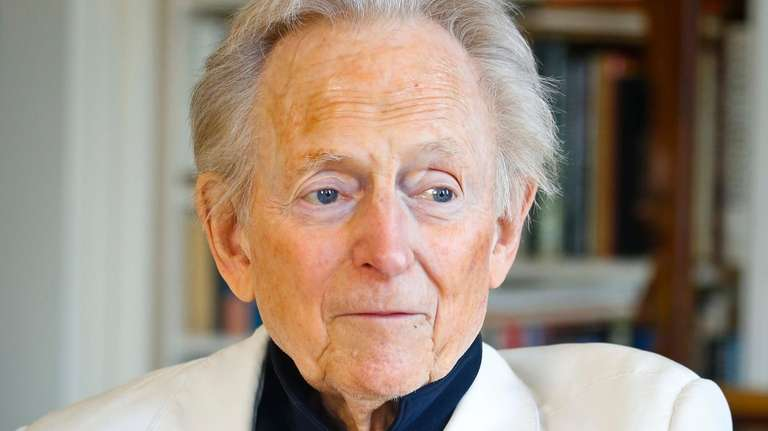 Author and journalist Tom Wolfe at home in