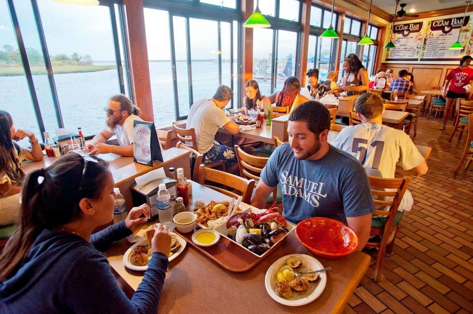 Seafood lovers dine at Peter's Clam Bar in