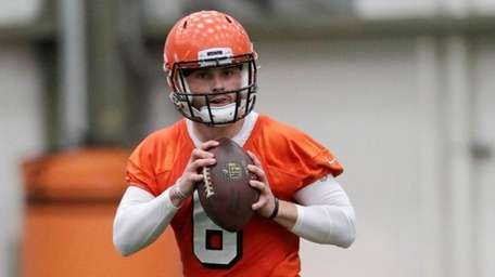 Cleveland Browns quarterback Baker Mayfield looks to throw
