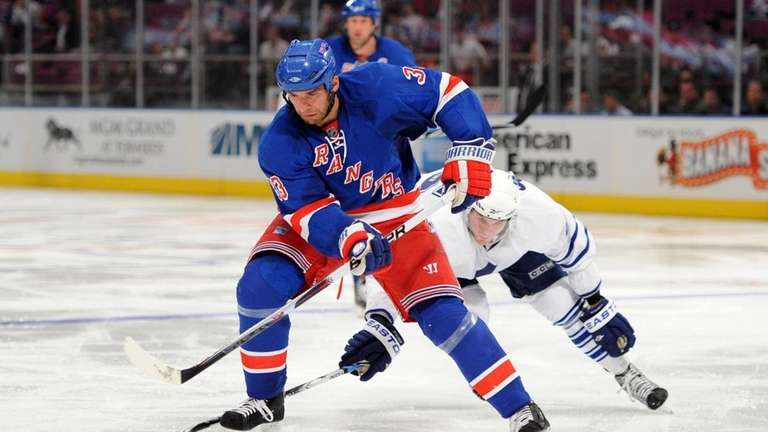Toronto Maple Leafs left wing Viktor Stalberg (45)