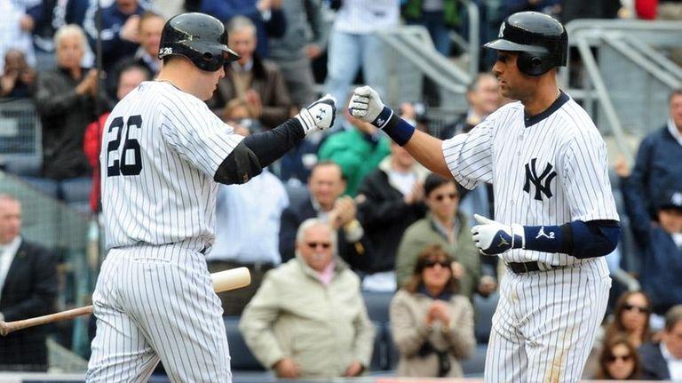 Nick Johnson, left, congratulates Derek Jeter after Jeter's