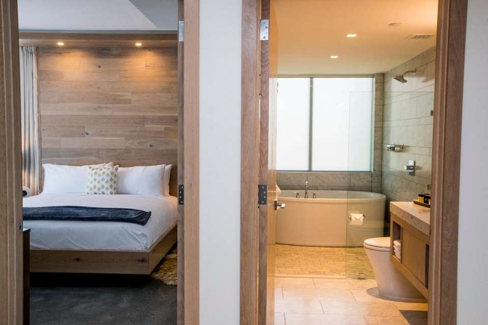 A one bedroom suite with bathtub at the