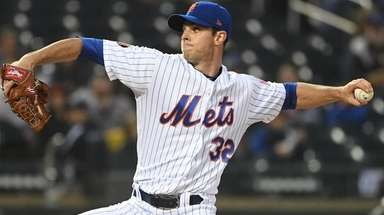 Steven Matz delivers a pitch against the Arizona