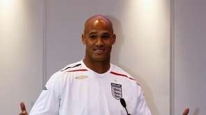 Miami Dolphins player Jason Taylor, wears an England